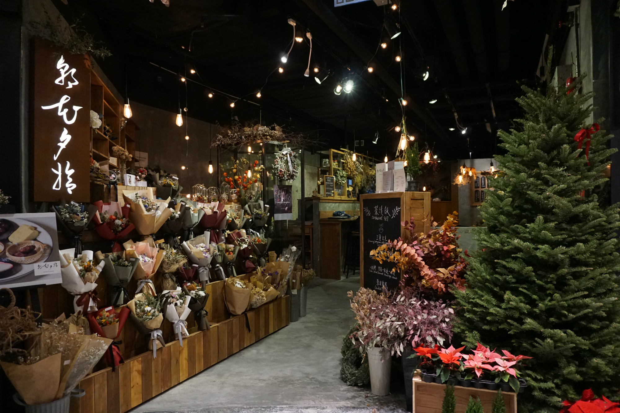 Looks Good, Smells Better!  Bring Home Your Own Christmas Wreath and Flower Box  - WELLNESS - K11