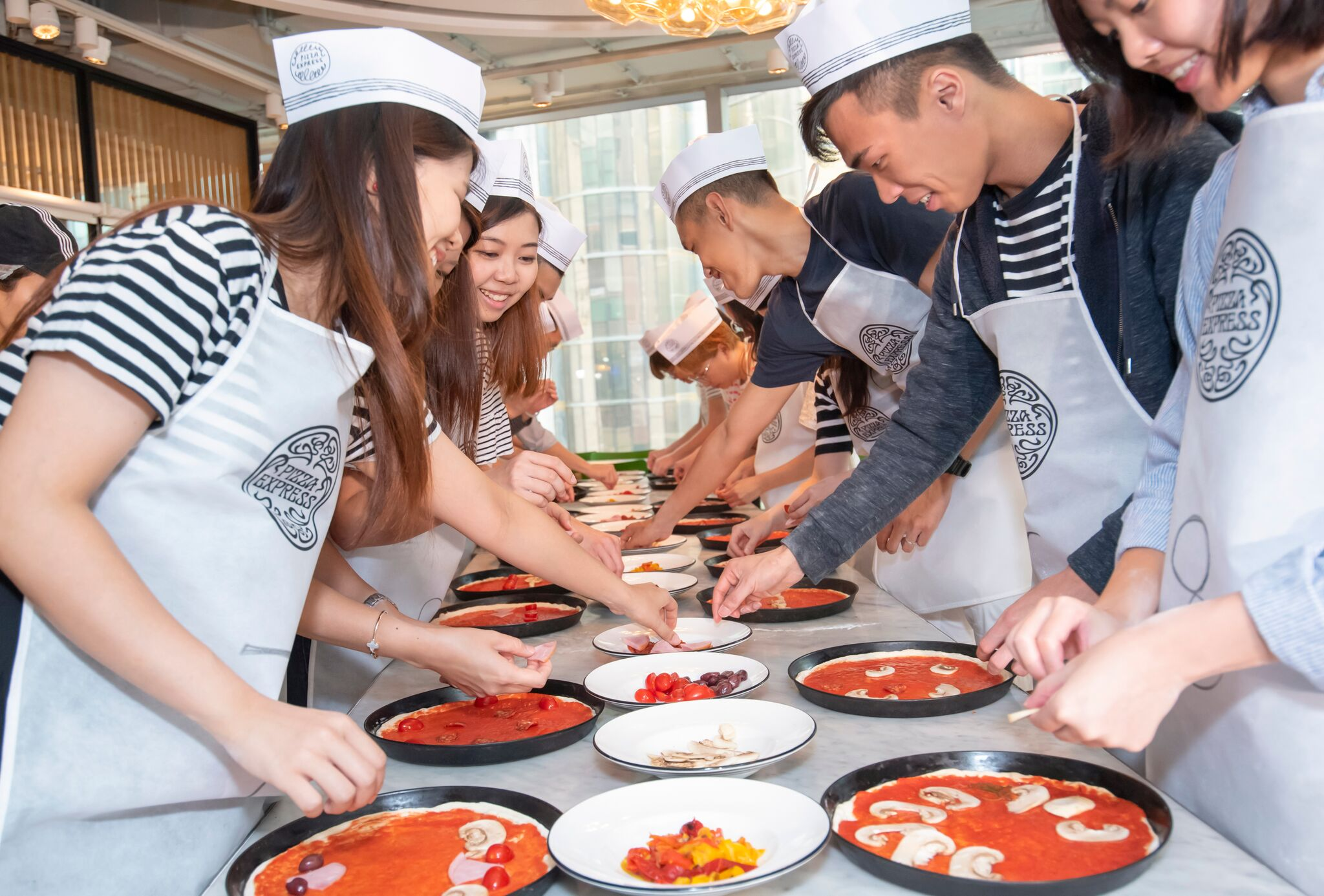 Dough-tossing is a 'Pizza' Cake? Enjoy Extraordinary Family Fun With Pizza Making! - ART FOOD - K11